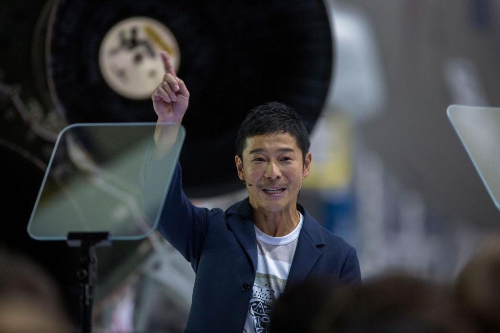 Japonski milijarder, ki bo letel na Luno, v nekaj dneh do najbolj deljenega tvita