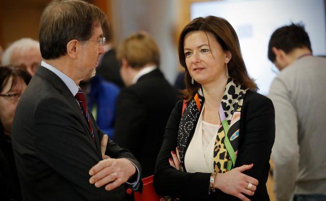 Tanja Fajon (SD/S&D) in Lojze Peterle (NSi/EPP) kot najverjetnejša nosilca list svojih strank merita na nov mandat v evropskem parlamentu. FOTO: Uroš Hočevar/Delo