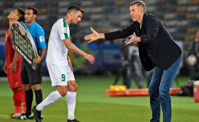 Srečko Katanec je čustveno vodil tekmo in na koncu le dočakal srečen konec. FOTO: AFP
