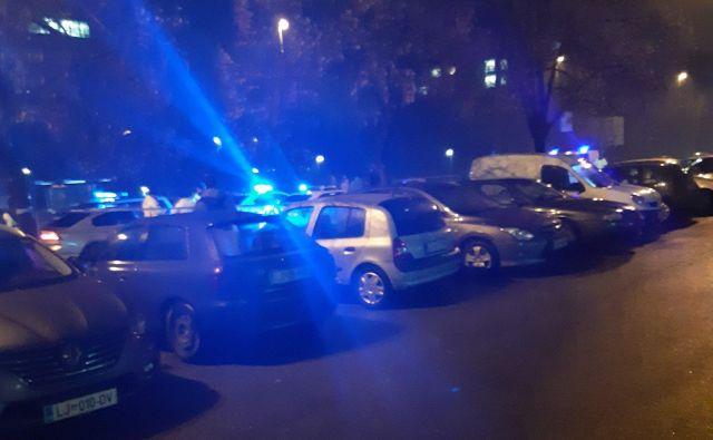 Policisti na kraju nesreče še vedno opravljajo ogled kraja in zbirajo obvestila. FOTO: Janez Tomažič/Delo