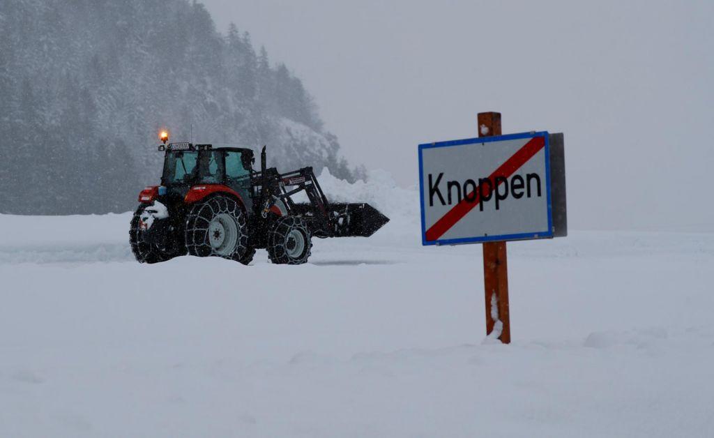 V alpskih predelih Nemčije in Avstrije do petka meter snega