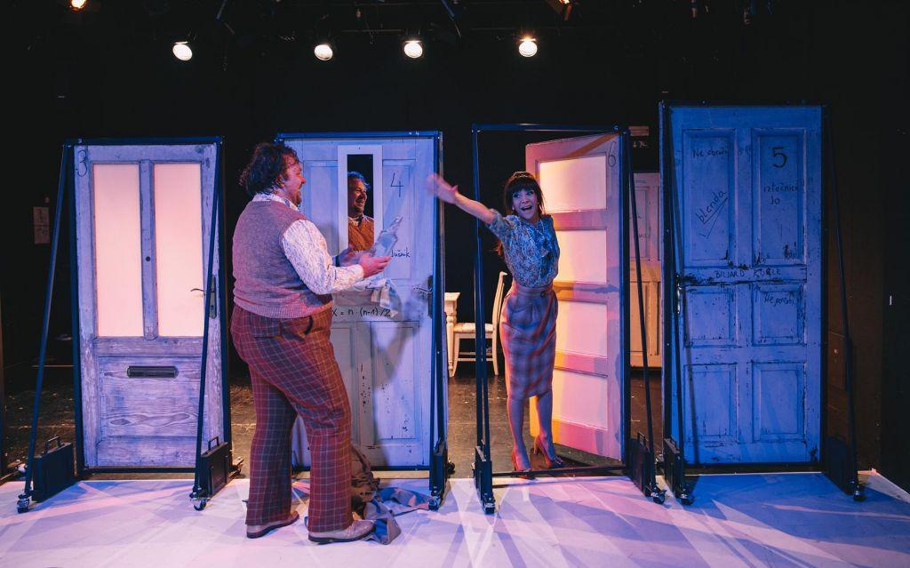 FOTO:Burleska o strasti do gledališča