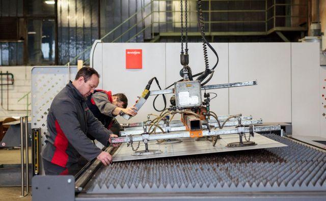 Novi laser za razrez pločevine je v uporabi že mesec dni. FOTO: Nika Hölcl Praper