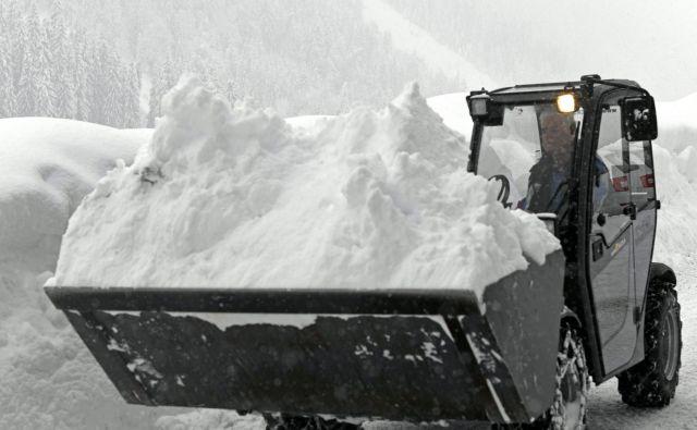 Ponekod je snežna odeja debelejša od enega metra. FOTO: Harald Schneider/AFP
