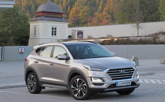 Hyundai tuscon je srednje veliki športni terenec, ki se spopada z močno konkurenco; njegov adut je gotovo petletna tovarniška garancija brez omejitev.