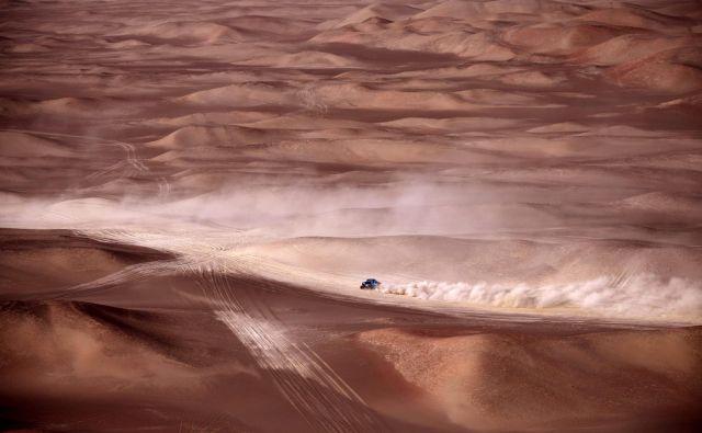 Peščene sipine so končale lov za zmago vodilnega Joana Barede. FOTO: AFP
