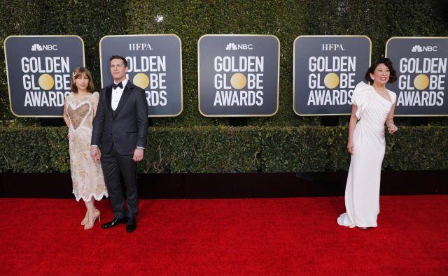 Se bodo zaradi tovrstnega umeščanja izdelkov v prihodnosti slavnostne prireditve, kot so zlati globusi, spremenile v zrežirane zabave za občinstvo, kjer bodo svoje izdelke oglaševala različna podjetja? FOTO: Mike Blake/Reuters