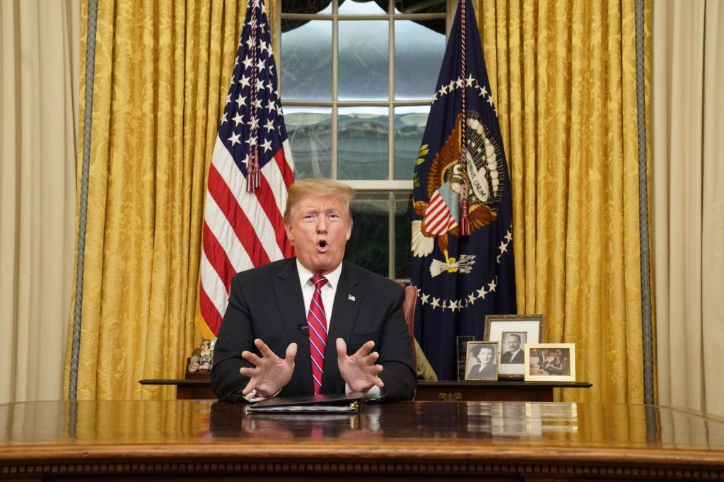 Trump (še) ni razglasil izrednih razmer