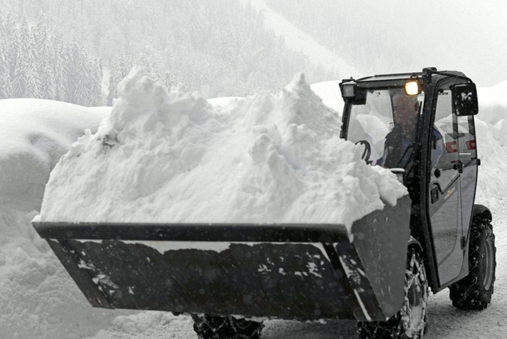 FOTO:Nova snežna pošiljka zahtevala še eno smrtno žrtev (FOTO)
