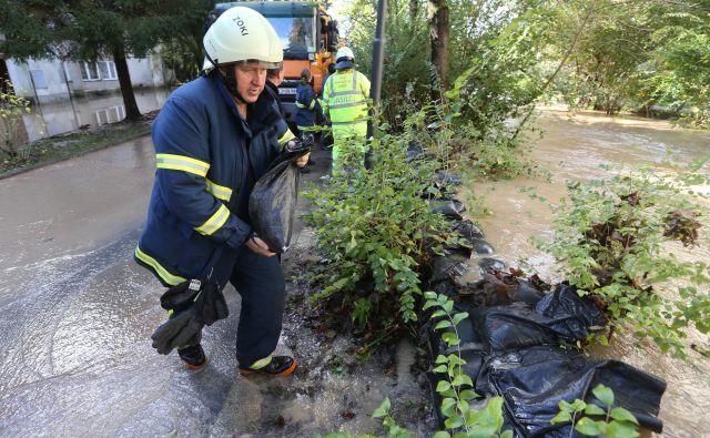 Zaščita in reševanje v Sloveniji temelji na gasilstvu. FOTO Igor Zaplatil/Delo