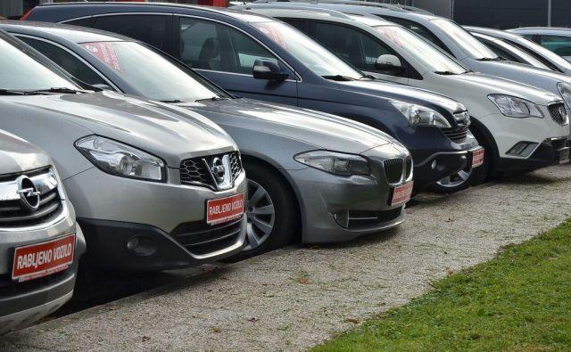 Trg rabljenih vozil v Sloveniji je obsežen. Trendi na njem so bili lani drugačni kot pri prodaji novih avtomobilov. Foto Gašper Boncelj