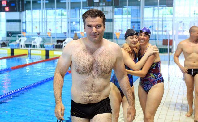 Peter Mankoč se tudi po končani tekmovalni poti ni poslovil od bazena.<br /> FOTO Blaž Samec/Delo