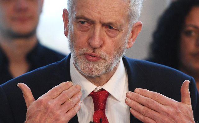 Vodja britanske opozicije namesto dogovora, ki ga je britanska vlada sklenila z EU, zagovorja obstanek države v carinski uniji. FOTO: Oli SCARFF / AFP