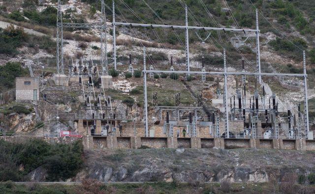 Požar v hidroelektrarni Plat je sledil eksploziji. FOTO: Bozo Radic/Cropix