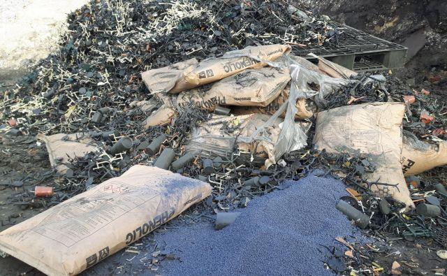 V Moravčah so odpadki zakopani na vodovarstvenem območju, kjer so tudi zajetja vode. FOTO: Ljudska iniciativa Moravče