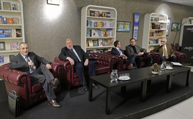 Zbrani nikakor ne nameravajo ustanoviti politične stranke, je bilo slišati večkrat. Od leve proti desni: Peter Jambrek, Dimitrij Rupel, Matej Avbelj, Žiga Turk in Tomaž Zalaznik. FOTO: Jože Suhadolnik/Delo