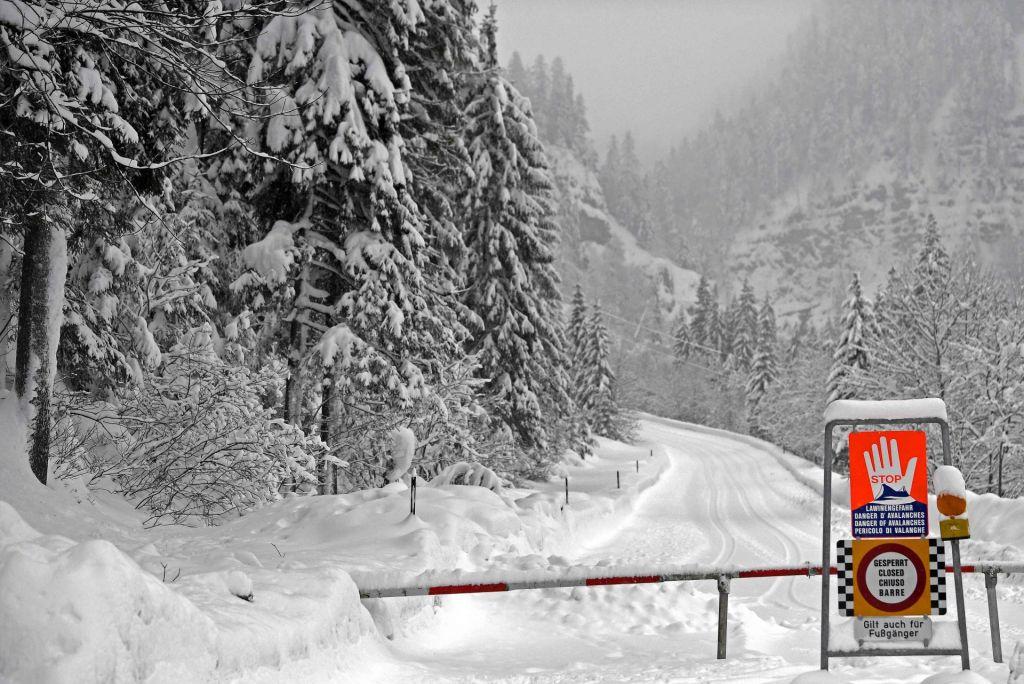 FOTO:Snežne razmere v Avstriji terjale že osem smrtnih žrtev