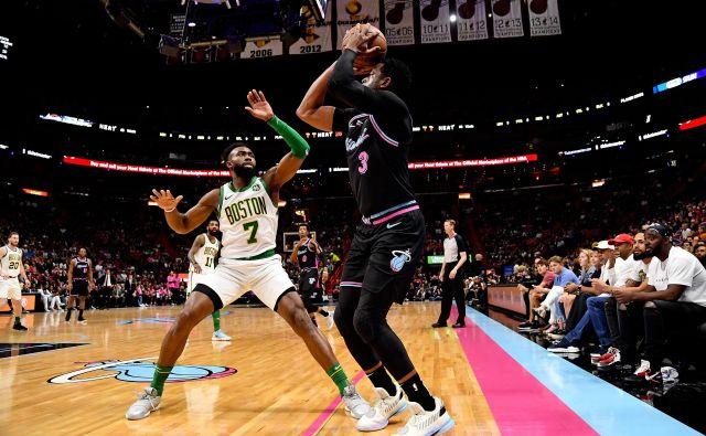 Dwayne Wade v poslovilni sezoni dokazuje, da nikakor še ni za staro šaro. FOTO: Reuters