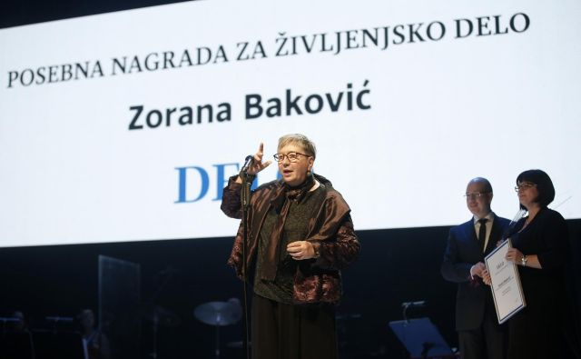 »Poleti 1987 sem postala dopisnica in tako se je začela pustolovščina, ki še vedno traja,« razlaga Zorana. FOTO: Matej Družnik