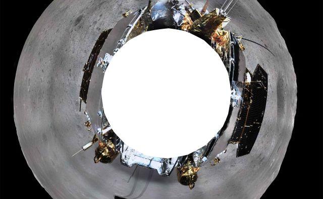 Kitajska vesoljska agencija je objavila 360-stopinjsko panoramsko fotografijo, ki jo je posnela sonda na oddaljeni strani Lune. FOTO: China National Space Administration (CNSA)/AFP