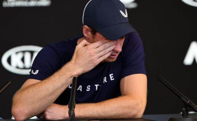Andy Murray je s solzami v očeh sporočil svojo odločitev.<br /> FOTO: AFP
