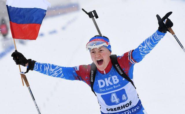 Najbolje so se v megli in vetru Oberhofa znašli pri ruski reprezentanci. Tako se je štafetne zmage veselila Jekaterina Jurlova-Percht. FOTO: AFP