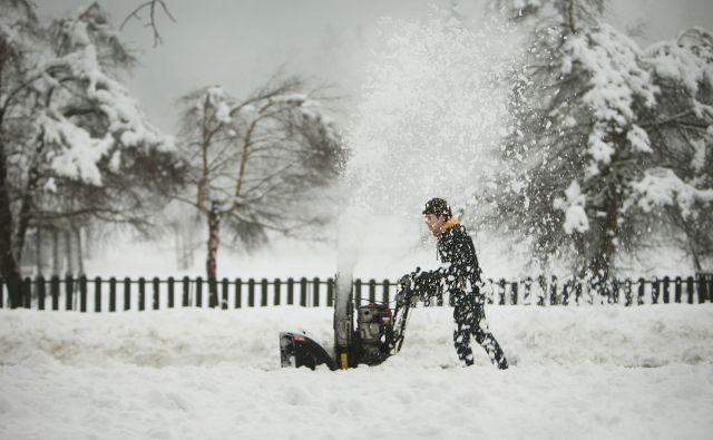 Ko pade deset centimetrov snega, je na obalnih cestah »uzbuna«. FOTO: Jure Eržen/Delo