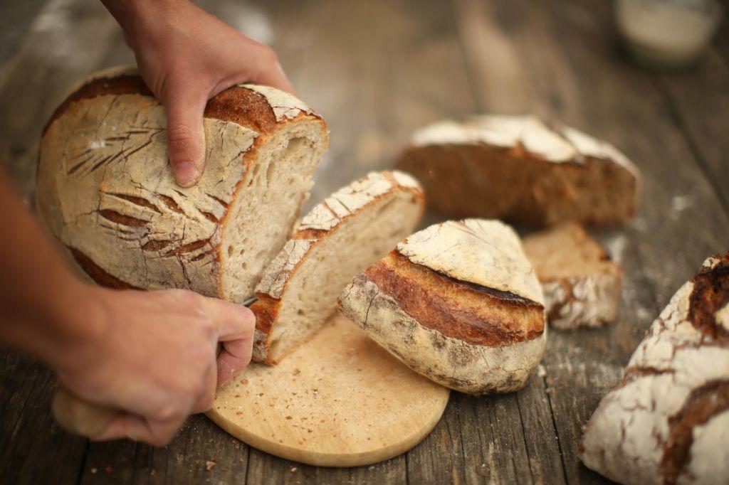 Korupcija odžre Slovencem 2,1 milijarde hlebcev kruha
