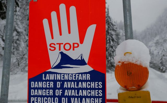 nevarnost snežnih plazov je velika. FOTO: Reuters