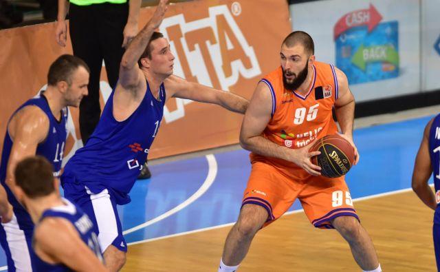 Center Đoko Šalić je bil močan adut Heliosa proti Šentjurju. FOTO: ABA