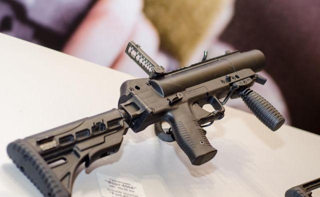 Vojaško in policijsko orožje je načeloma namenjeno povečevanju varnosti celotne skupnosti. FOTO: Shutterstock.com