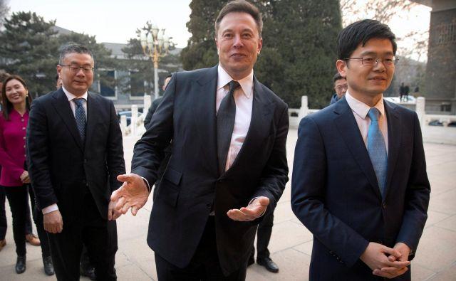 Elon Musk je bil ob obisku na Kitajskem navdušen. FOTO: Pool New/Reuters