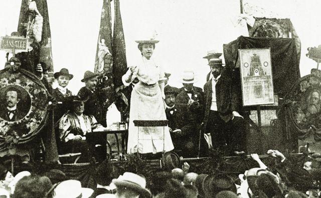 Rosa Luxemburg med govorom na mednarodnem socialističnem kongresu v Stuttgartu avgusta 1907. Foto: Akg-images