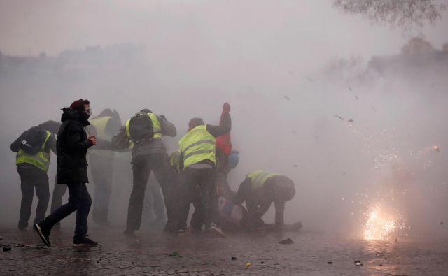 Gibanje rumenih jopičev že od novembra kaže svoj, enkrat bolj in potem spet manj, jezni obraz. FOTO: Christian Hartmann/Reuters