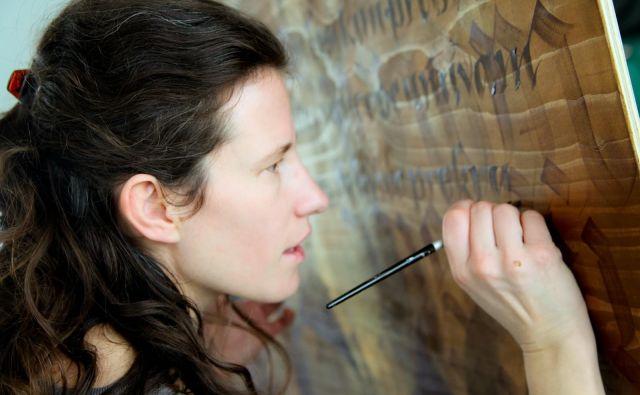 Kaligrafinja Loredana Zega poudarja, da je lepopisje tudi oblika meditacije. FOTO: Osebni arhiv