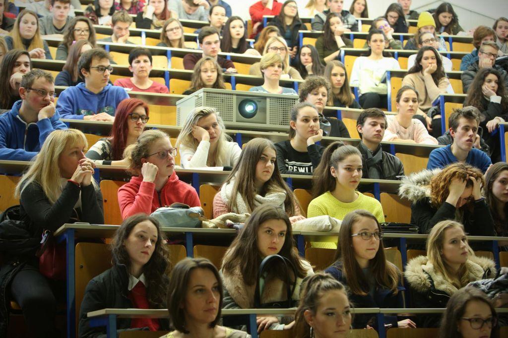 V Ljubljani študenti brez štipendij in sob, pred vrati pa izpiti