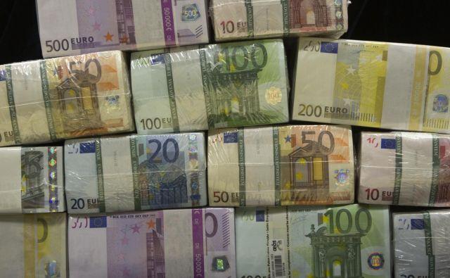 Delodajalci so prejšnji mesec najbolj radodarno obdarili bankirje in zavarovalničarje. FOTO: Banka Slovenije