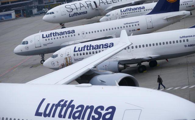 Fraport, ki upravlja z letališčem v Frankfurtu, je za danes odpovedal 470 poletov.FOTO: Reuters