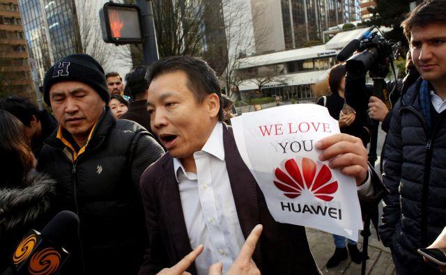Čeprav so kitajska partijska sredstva javnega obveščanja zatrdila, da je aretacija Meng Wanzhou politični pritisk, ki ga ZDA izvajajo na Kitajsko, je Ren med dveurno tiskovno konferenco na veliko hvalil Donalda Trumpa.<strong></strong>FOTO: David Ryder/Reuters