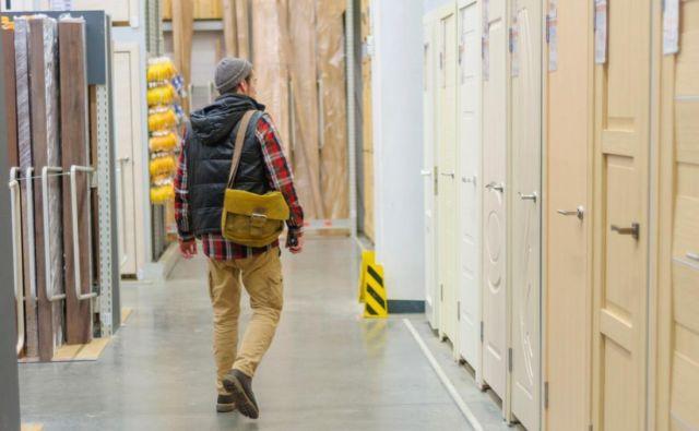 Pri večjih nakupih šteje vsak odstotek, prihranek se pozna in bo zato kakšna zadeva več ali prej kupljena. FOTO: Shutterstock
