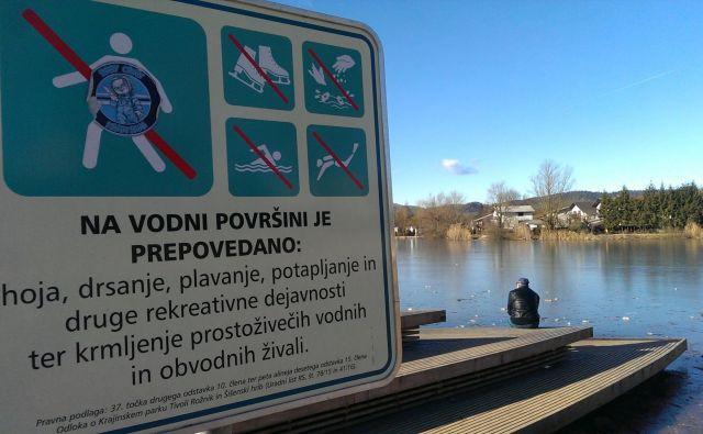 Opozorilnih tabel resda ni veliko, zdrave pameti pa nekaterim tudi manjka, FOTO: Aleš Stergar