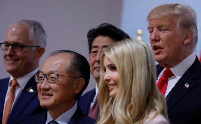 Glavno besedo o nasledniku odstopljenega predsednika Svetovne banke Jim Yong Kima (drugi z leve) bo imela hči predsednika Trumpa Ivanka. FOTO REUTERS
