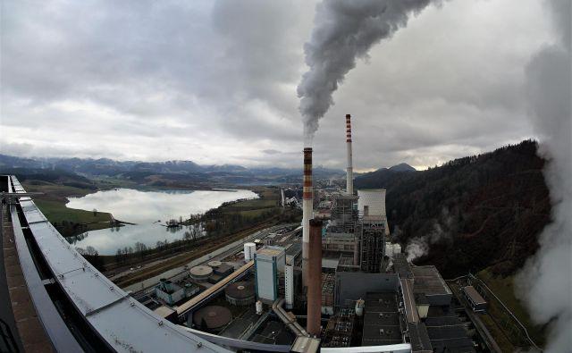 Teš, v ozadju premogovnik in eksploatacijsko polje pod šaleškimi jezeri. FOTO: Brane Piano