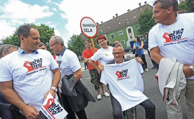 Pred dvema letoma so protestirali na Ravnah na Koroškem. Bodo danes v Ljubljani? FOTO: Tadej Regent/Delo