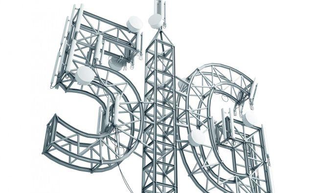 Zlitje radijskih in optičnih tehnologij bo ločnico med radijskimi in optičnimi omrežji povsem zabrisal, uporabnikom pa bo na voljo enovito omrežje za dostop do zmogljivega brezžičnega interneta. Foto Shutterstock