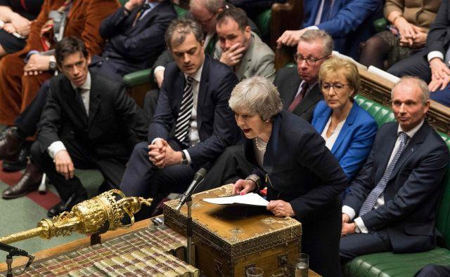 Theresa May je nemudoma po izgubi glasovanja parlament obvestila o nadaljnjih korakih vlade v zvezi z brexitom. FOTO: AFP/Mark Duffy