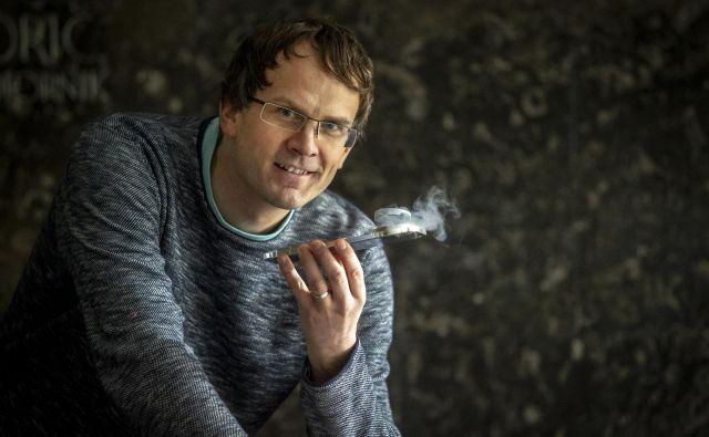 Fizik doc. dr. Jure Kokalj je asistent za fiziko na ljubljanski fakulteti za gradbeništvo in geodezijo in sodelavec odseka za teoretično fiziko na Institutu Jožef Stefan. FOTO: Voranc Vogel7Delo