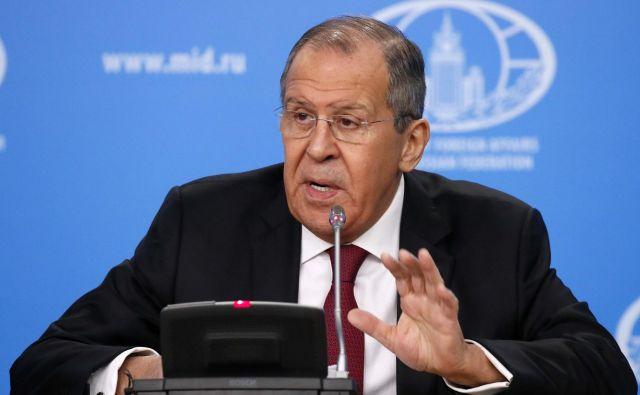 Ruski zunanji minister Sergej Lavrov<strong></strong>je na tradicionalnem srečanju z novinarji predstavil stališča Moskve do svetovnih dogajanj v lanskem letu.Foto: Maxim Shemetov/Reuters