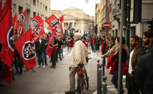 Novofašisti iz gibanja CasaPound so novembra paradirali v Trstu, v Gorici pa nazadnje maja leta 2015. Foto: Jure Eržen/Delo