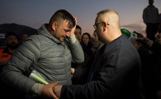 Fantkov oče Jose Rosello je povsem obupan. FOTO: AFP